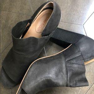 Adam Tucker shoes